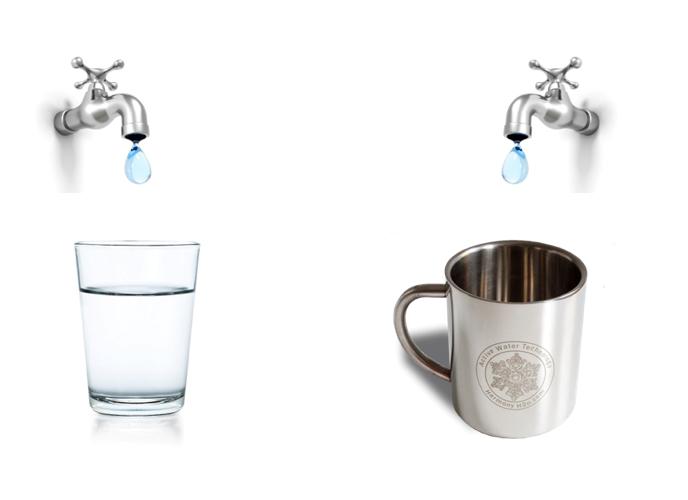 Po lewej stronie woda ze zwykłej szklanki, po prawej stronie woda z aktywnego kubka